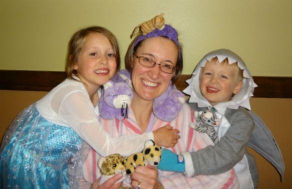 Go Mama O's family costumes